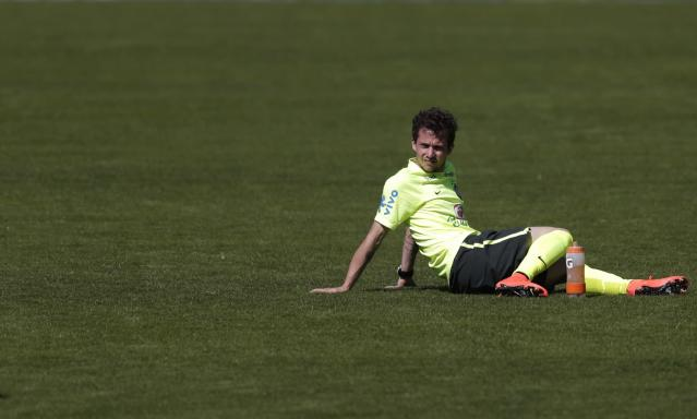 Brazil's national soccer team player Bernard sits on the pitch during a training session in Teresopolis, near Rio de Janeiro May 31, 2014. The Brazil national soccer team's training camp, in preparation for the 2014 World Cup in Brazil, began on May 26, in Teresopolis city. REUTERS/Ricardo Moraes (BRAZIL - Tags: SPORT SOCCER WORLD CUP)