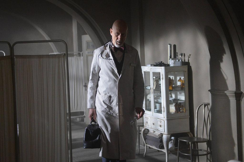 "James Cromwell as Dr. Arthur Arden in the ""American Horror Story: Asylum"" episode, ""Dark Cousin."""