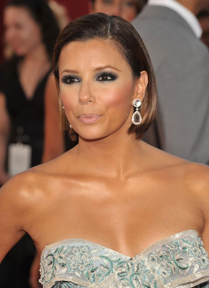 "<p><a rel=""nofollow"" title=""Latest photos and news for Eva Longoria"" href=""https://www.popsugar.com/Eva-Longoria"">Eva Longoria</a> hit the 2008 Emmys red carpet looking like a certified bombshell with a dark smoky eye. The <strong>Desperate Housewives</strong> star let her eyes be the focal point and kept the rest of her beauty look simple with neutral makeup and a sleek bob. </p>"