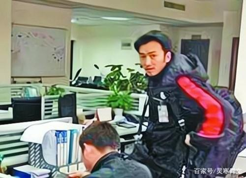 Yibo working as a courier at a young age