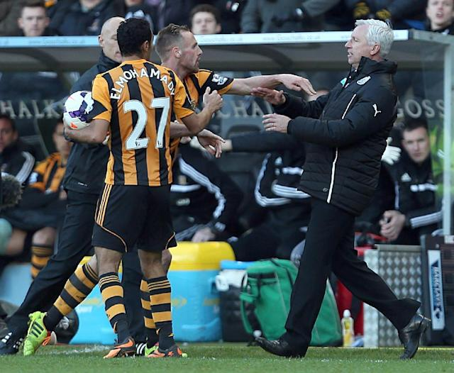 Newcastle United's manager Alan Pardew, right, and Hull City's David Meyler, 3rd left, confront each other during the during the English Premier League match at the KC Stadium, Hull England Saturday March 1, 2014. (AP Photo/Lynne Cameron/PA)