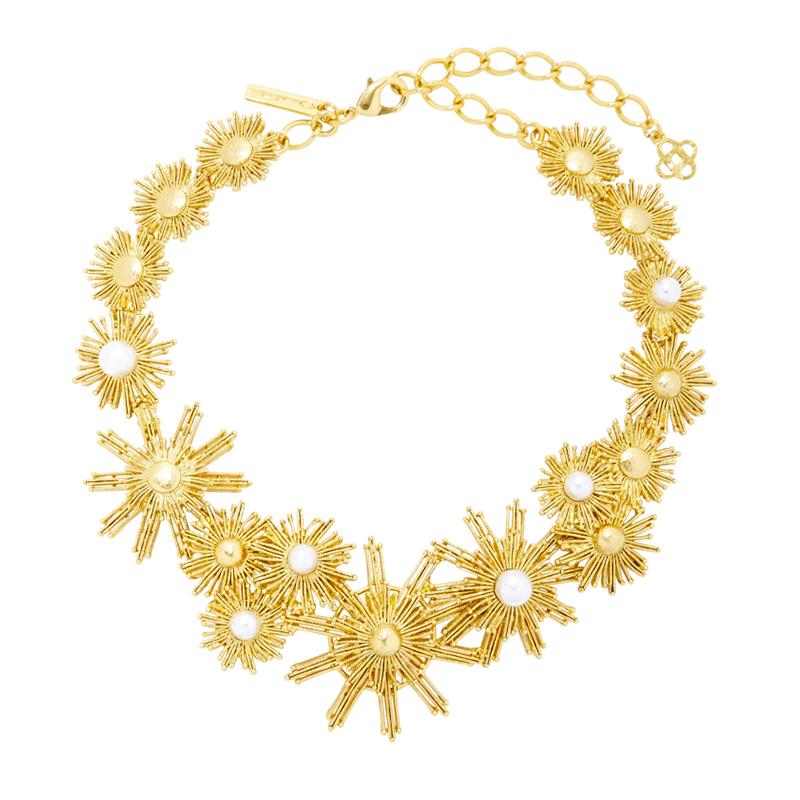 "<a rel=""nofollow"" href=""http://rstyle.me/n/cmegjyjduw"">Gold-Tone And Faux Pearl Necklace, Oscar de la Renta, $590</a><p>     <strong>Related Articles</strong>     <ul>         <li><a rel=""nofollow"" href=""http://thezoereport.com/fashion/style-tips/box-of-style-ways-to-wear-cape-trend/?utm_source=yahoo&utm_medium=syndication"">The Key Styling Piece Your Wardrobe Needs</a></li><li><a rel=""nofollow"" href=""http://thezoereport.com/living/home/jeremiah-brent-benjamin-moore-kendall/?utm_source=yahoo&utm_medium=syndication"">Watch Jeremiah Brent Give This Beach Bungalow A Gorgeous Update</a></li><li><a rel=""nofollow"" href=""http://thezoereport.com/entertainment/celebrities/natalie-portman-post-baby-body/?utm_source=yahoo&utm_medium=syndication"">Natalie Portman Literally Stopped Traffic In Her First Post-Baby Body Appearance</a></li>    </ul> </p>"