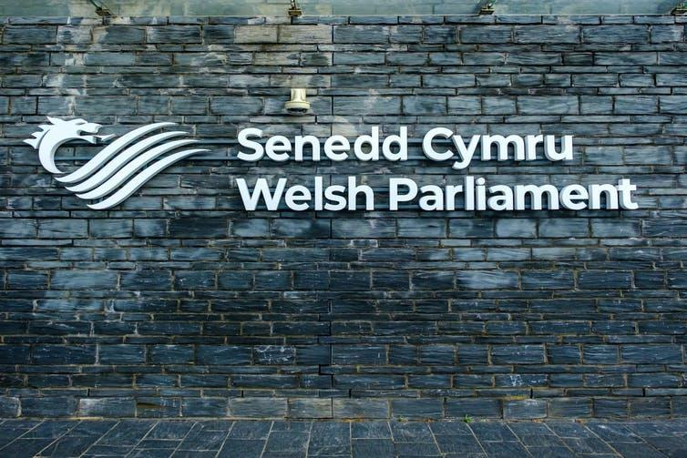Sign in Welsh and English for the Senedd Cymru/Welsh Parliament