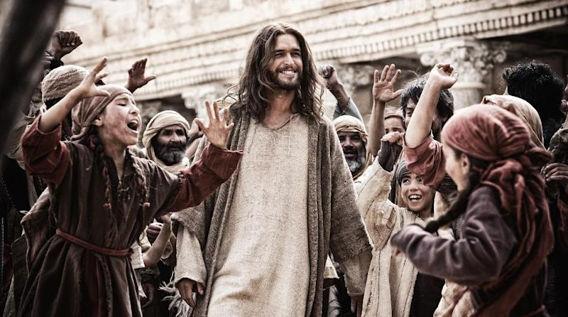 """This image released by 20th Century Fox shows Diogo Morgado in a scene from """"Son of God."""" (AP Photo/20th Century Fox, Casey Crafford)"""