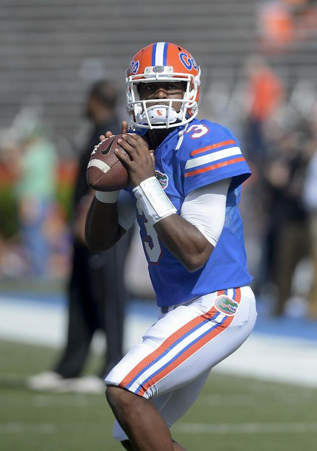 Florida quarterback Tyler Murphy (3) loosens up before the kickoff of an NCAA college football game against Vanderbilt Saturday, Nov. 9, 2013 in Gainesville, Fla. (AP Photo/Phil Sandlin)
