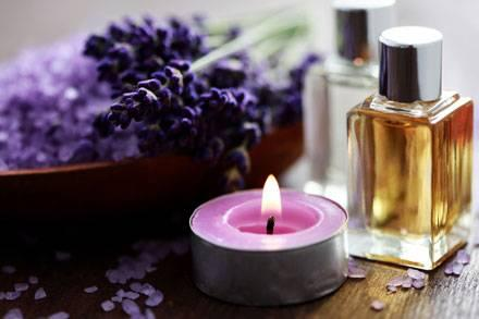 An aromatherapy kit is a fun and therapeutic healthy gift