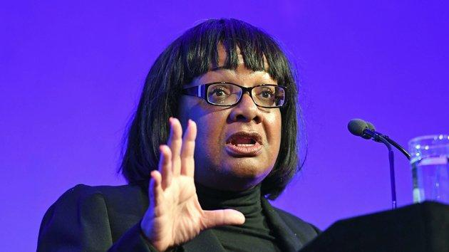 Labour MP Diane Abbott has apologised for drinking a mojito on public transport