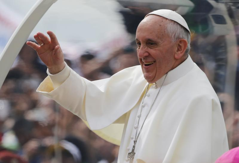 Pope Francis waves from his popemobile along the Copacabana beachfront on his way to celebrate Mass in Rio de Janeiro, Brazil, Sunday, July 28, 2013. Hundreds of thousands of young people slept under chilly skies in the white sand awaiting Francis' final Mass for World Youth Day. (AP Photo/Jorge Saenz)