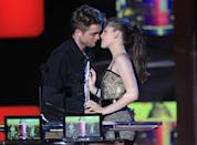 <p>The stars assumed their Twilight alter egos of Bella and Edward for this iconic best kiss acceptance speech on stage. </p>