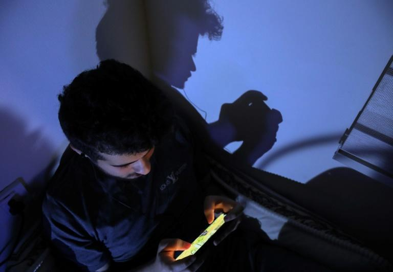Young Iraqis are spending hours every day on virtual games, socialising on live chat, playing competitively, or even falling in love