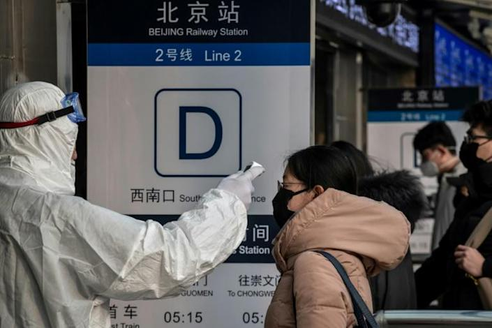 Officials are conducting fever checks in subway and railway stations in China's capital Beijing (AFP Photo/NICOLAS ASFOURI)