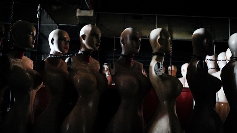 A Virginia restaurant convinced us mannequins are a terrifying idea for MLB ballparks