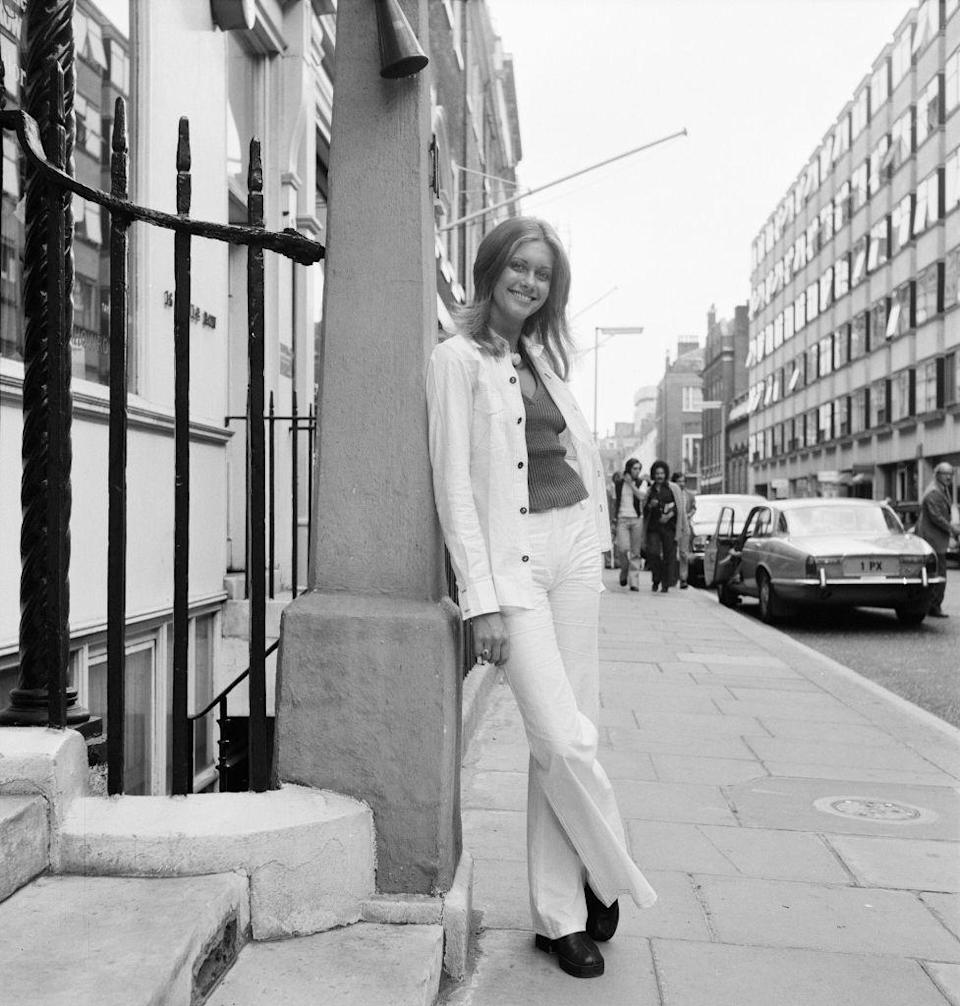 <p>Olivia Newton-John's all-white leisure suit brought effortless fall flair as she walked around London.</p>
