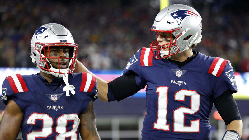 Tom Brady sends condolences to former Patriots teammate James White after his father's death