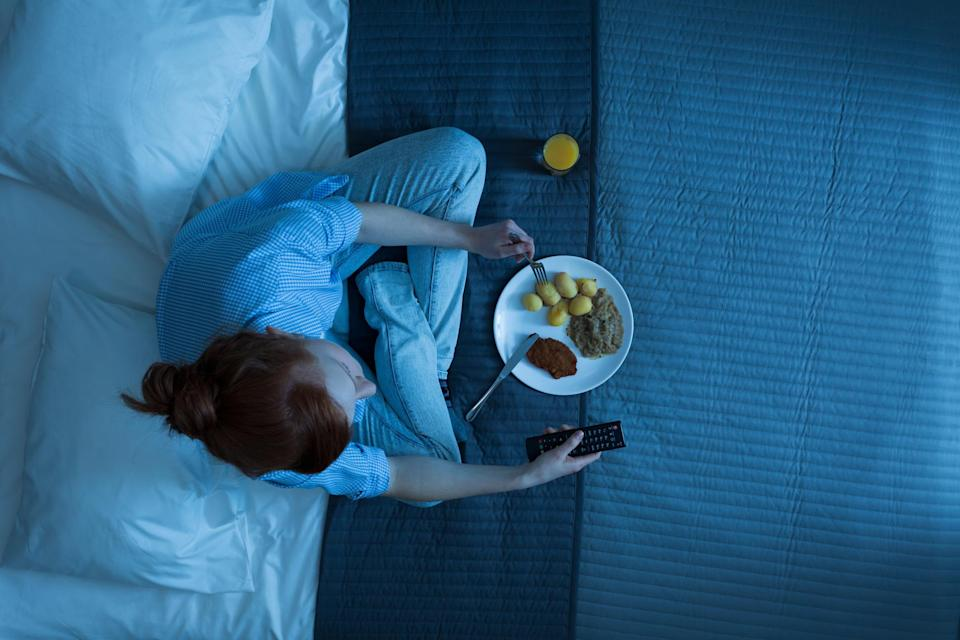 Eating dinner less than two hours before bed could contribute to worse outcomes after a heart attack [Photo: Getty]