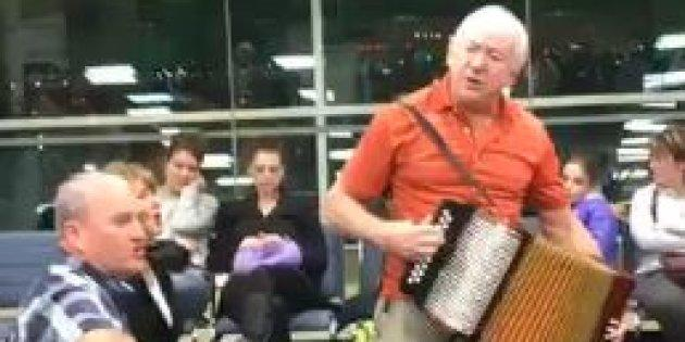 Musicians Sean Sullivan and Sheldon Thornhill busted out their instruments to entertain the crowd waiting for a flight in Toronto's Pearson Airport.