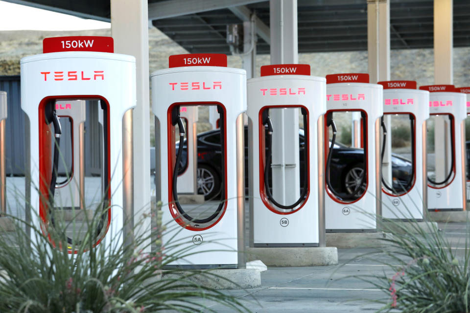 Kettleman City, CaliforniaJuly 12, 2021The Tesla Supercharger Station in Kettleman City, California is an EV charging station for electric cars in the San Joaquin Valley, California.  Photograph taken on July 12, 2021. (Carolyn Cole / Los Angeles Times via Getty Images)