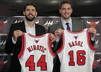 The Bulls hope Nikola Mirotic (left) and Pau Gasol will help bolster their offensive attack. (AP/M. Spencer Green)