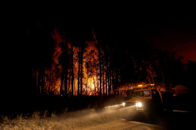 Crews monitor fires and begin back burns between the towns of Orbost and Lakes Entrance in East Gipplsland on Jan. 02, 2020 in Australia. (Photo by Darrian Traynor/Getty Images)