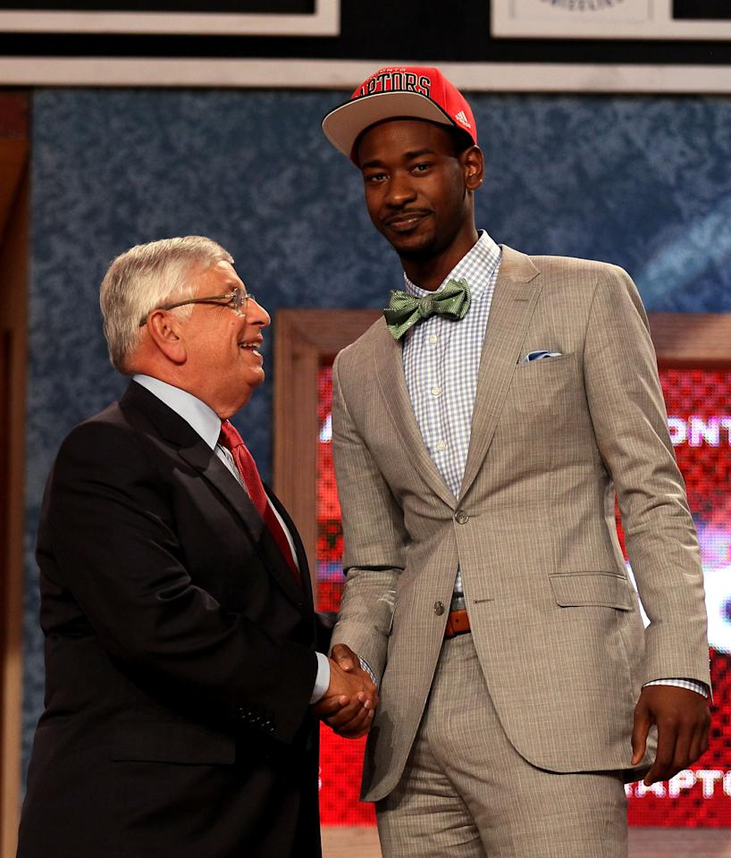 NEWARK, NJ - JUNE 28:  Terrence Ross (R) of the Washington Huskies greets NBA Commissioner David Stern (L) after he was selected number eight overall by the Toronto Raptors during the first round of the 2012 NBA Draft at Prudential Center on June 28, 2012 in Newark, New Jersey. NOTE TO USER: User expressly acknowledges and agrees that, by downloading and/or using this Photograph, user is consenting to the terms and conditions of the Getty Images License Agreement.  (Photo by Elsa/Getty Images)