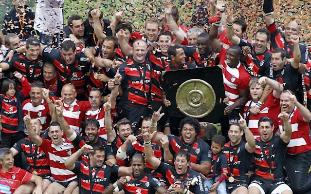 "Toulouse's players pose with the ""Bouclier de Brennus"" (Brennus shield) as they celebrate after winning the French Top 14 rugby union final match Toulouse vs Toulon, on June 9, 2011 at the Stade de France in Saint-Denis, outside Paris. AFP PHOTO / FRANCOIS GUILLOTFRANCOIS GUILLOT/AFP/GettyImages"