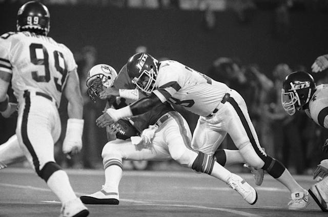 "<a class=""link rapid-noclick-resp"" href=""/nfl/teams/ny-jets/"" data-ylk=""slk:Jets"">Jets</a> lineman Barry Bennett tackles Dolphins legend Dan Marino. (AP Photo/Ray Stubblebine)"