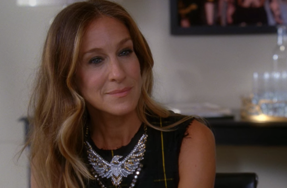 <p>Is it even New York City without an appearance from SJP? The <em>Sex and the City </em>star appeared as Isabelle Wright, a Vogue.com executive who hires Kurt as an assistant after the recent graduates move to the Big Apple. She sings and dances her way through three episodes in season four. </p>