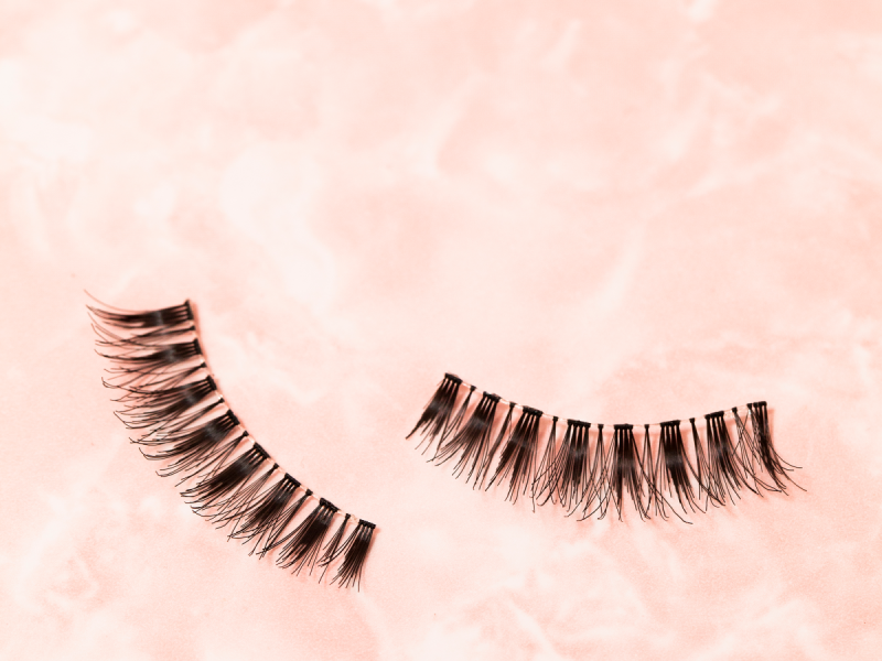 These Horrifying Photos Will Make You Rethink Lash Extensions
