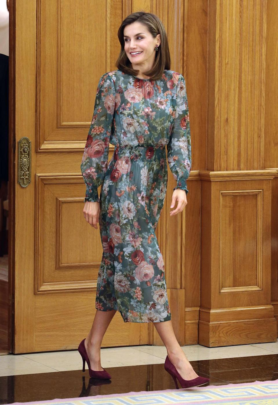Queen Letizia of Spain in her Zara dress at Zarzuela Palace. (Photo: Getty Images)