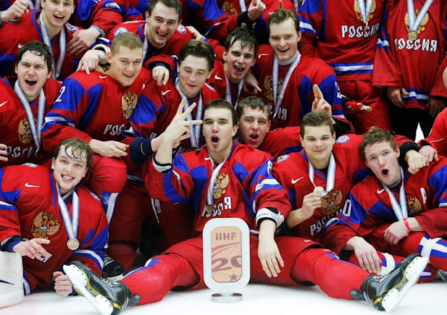 Russia's Nikita Tryamkin (C) and his teammates celebrate after defeating Canada to win the bronze medal after their IIHF World Junior Championship ice hockey game in Malmo, Sweden, January 5, 2014. REUTERS/Alexander Demianchuk (SWEDEN - Tags: SPORT ICE HOCKEY)