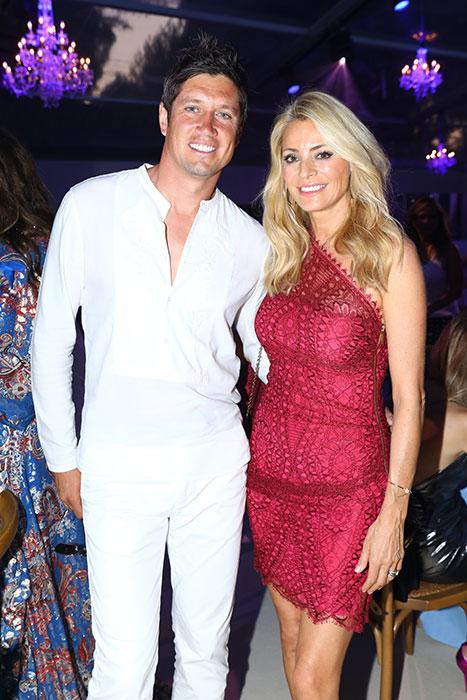 vernon-kay-poses-with-tess-daly