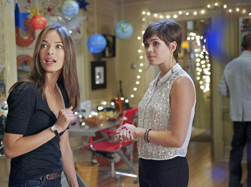 """Kristin Kreuk as Catherine and Nicole Gale Anderson as Heather in the """"Beauty and the Beast"""" episode, """"Saturn Returns."""""""