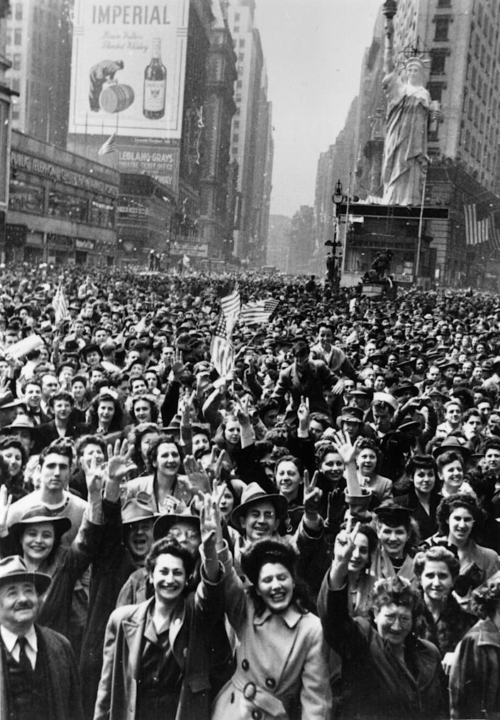 8th May 1945: Crowds celebrate VE day in Times Square, New York. (Photo by Hulton Archive/Getty Images)