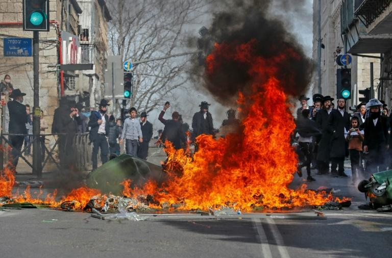 Ultra-Orthodox Jewish protesters clash with Israeli security forces during the enforcement of the coronavirus emergency regulations in Jerusalem's ultra-Orthodox neighbourhood of Mea Sharim