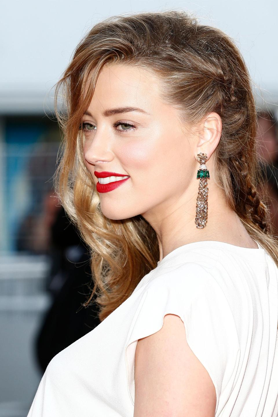 "<h3>Amber Heard</h3> <br>Who needs expensive <a href=""https://www.refinery29.com/en-us/headband-hairstyles"" rel=""nofollow noopener"" target=""_blank"" data-ylk=""slk:headbands"" class=""link rapid-noclick-resp"">headbands</a> when you have opposable thumbs to weave a bitty French braid accent into your hair?<span class=""copyright"">Photo: Andreas Rentz/Getty Images. </span><br>"