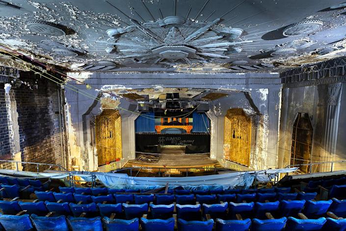 <p>But Lambros says it never occurred to him to document the theaters until recently. (Photo: Matt Lambros/Caters News) </p>