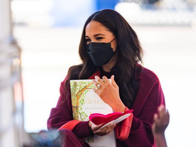 Meghan Markle was seen wearing a black scalloped-edge face mask in Harlem on Sept. 24, 2021 in New York City. (Photo: Gotham via Getty Images)