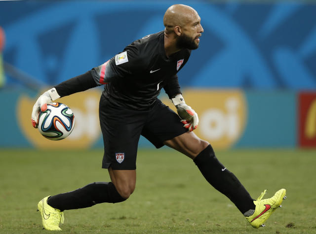 US goalkeeper Tim Howard rolls the ball out during extra-time in the Round of 16 football match between Belgium and USA at The Fonte Nova Arena in Salvador on July 1, 2014, during the 2014 FIFA World Cup (AFP Photo/Adrian Dennis)