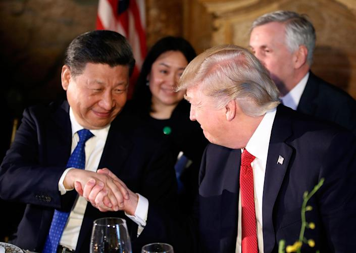 <p>President Donald Trump, right, shakes hands with Chinese President Xi Jinping during a dinner at Mar-a-Lago, Thursday, April 6, 2017, in Palm Beach, Fla. (Photo: Alex Brandon/AP) </p>