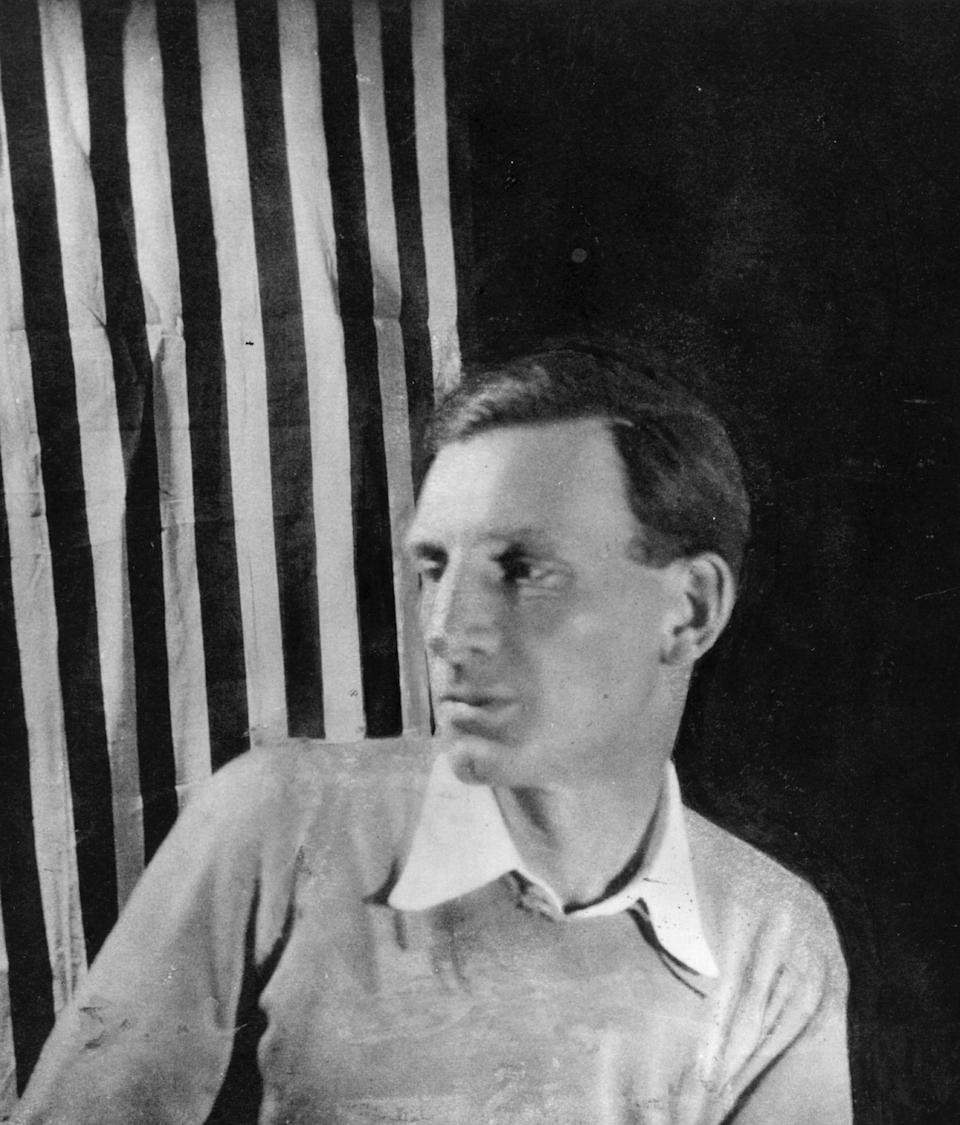 British poet and novelist Siegfried Sassoon (1886 - 1964).   (Photo by Hulton Archive/Getty Images)
