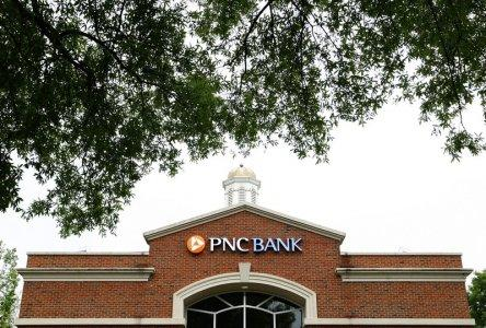 FILE PHOTO: A PNC Bank branch is shown in Charlotte, North Carolina April 18, 2012. REUTERS/Chris Keane/File Photo