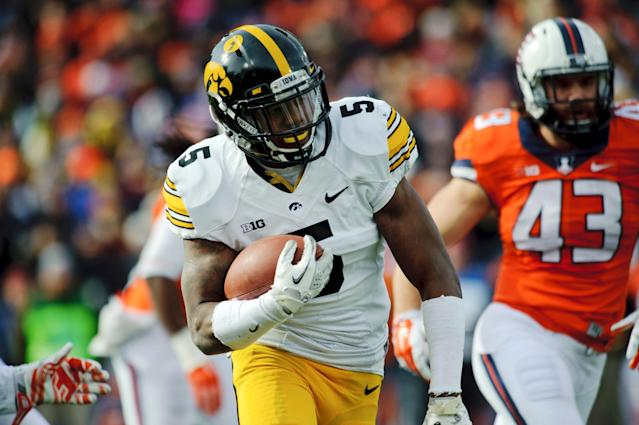 Damon Bullock posted 150 rushing yards in his best day as a Hawkeye. (AP Photo/Bradley Leeb)