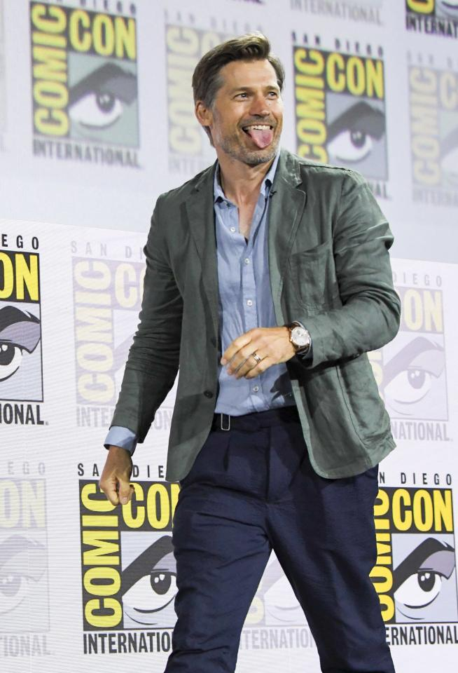 Hottie-with-a-now-dead-body (R.I.P., Jamie Lannister) Nikolaj Coster-Waldau debuts on the Hall H stage.