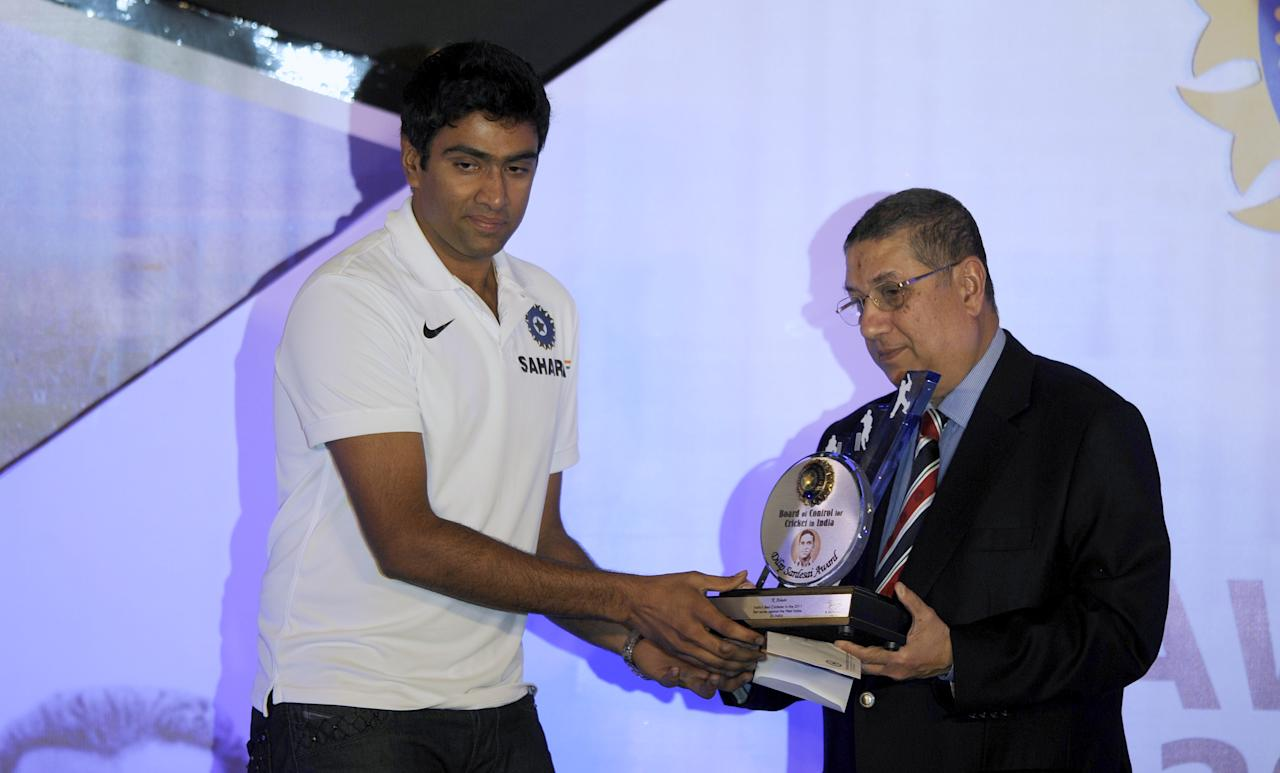 The president of Board of Control for Cricket in India (BCCI) N.Srinivasan (R) presents the Dilip Sardesai award to  Indian cricketer Ravichandran Ashwin during the BCCI Awards 2010-11 in Chennai on December 10, 2011. AFP PHOTO/ Dibyangshu SARKAR
