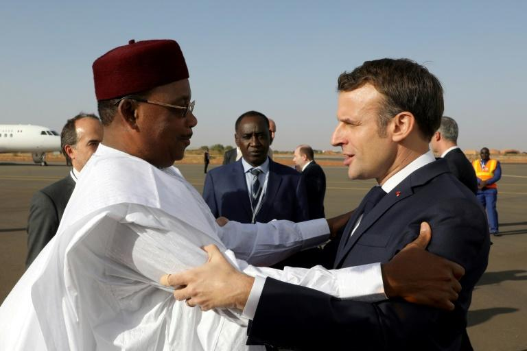 """'The coming weeks will be absolutely decisive,"""" Macron said after his Nigerien counterpart welcomed him to Niamey (AFP Photo/Ludovic MARIN)"""