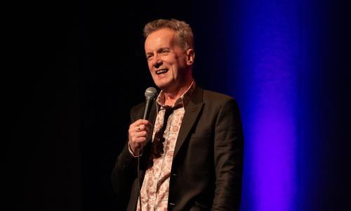 Frank Skinner: Showbiz review – statesman of standup shows no sign of stiffening