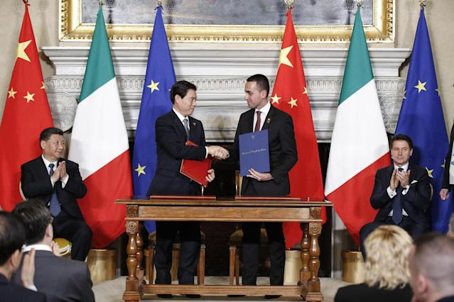 Rome (Italy), 23/03/2019.- Italian vicepremier and Labour and Industry Minister, Luigi Di Maio (R) shakes hands with Chinese Minister of Commerce Zhong Shan during their meeting at Villa Madama in Rome, Italy, 23 March 2019. President Xi Jinping is in Italy to sign a memorandum of understanding to make Italy the first Group of Seven leading democracies to join China's ambitious Belt and Road infrastructure project. (Italia, Roma) EFE/EPA/GIUSEPPE LAMI