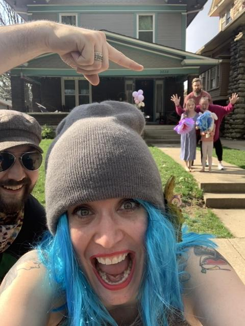 Katie Gilchrist social distances while posing for a selfie with the Perry family in Kansas City. (Photo: Katie Gilchrist)