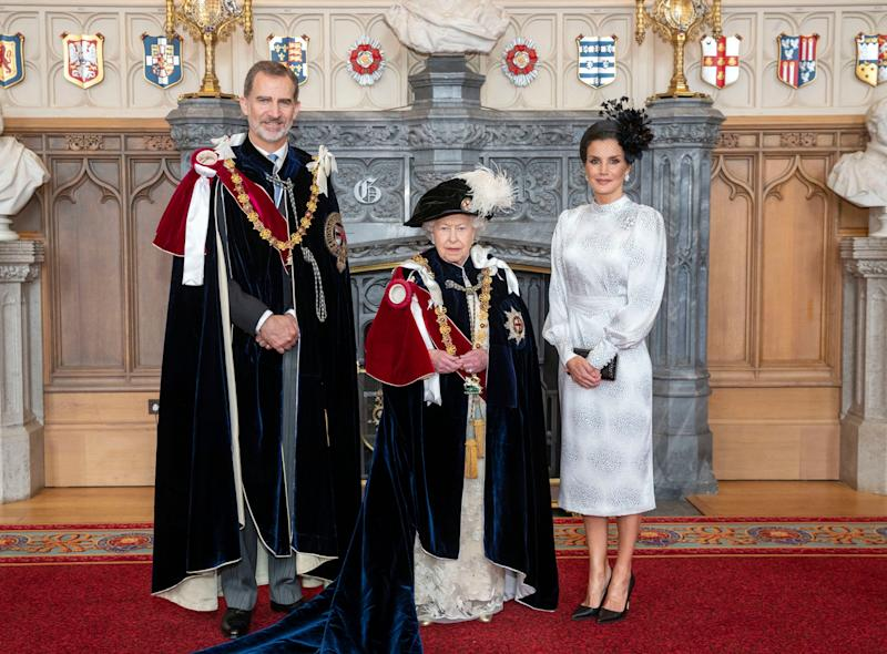 Queen Elizabeth poses for a picture with Spain's King Felipe VI and Queen Letizia in St. George's Hall on June 17 after the king was invested as a supernumerary Knight of the Garter as well. (Photo: WPA Pool via Getty Images)
