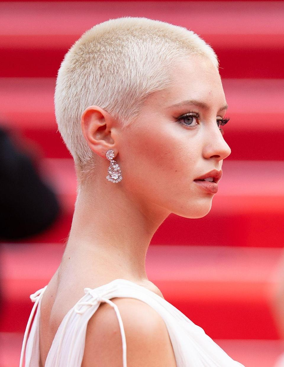 <p>Iris Law debuted her new blonde buzzcut on the Cannes red carpet. </p>